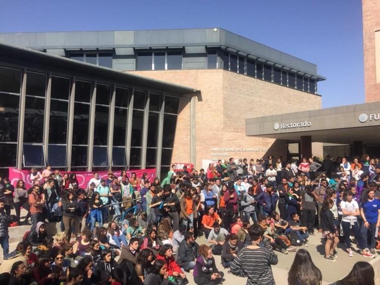 La asamblea de estudiantes determinó por unanimidad la toma de la Facultad de Artes y Diseño