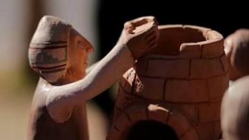 Taller de modelado de vasijas escultóricas con técnicas precolombinas