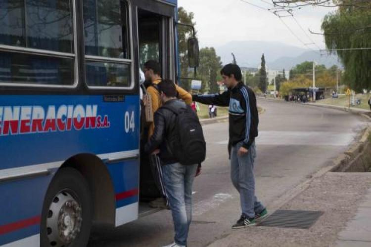 Estudiantes: Cómo obtener el medio boleto universitario
