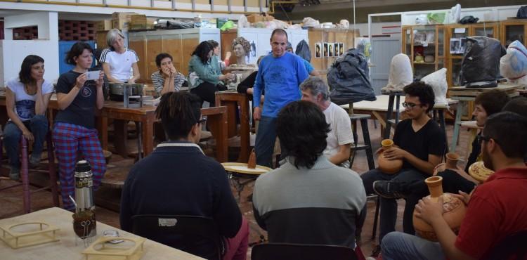 Estudiantes de Música visitaron los talleres de Cerámica
