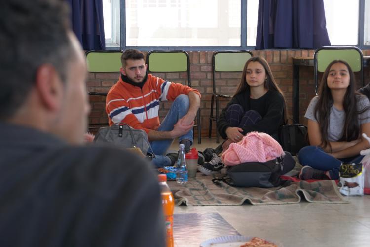 Estudiantes ya pueden postularse al programa anual de becas de la FAD
