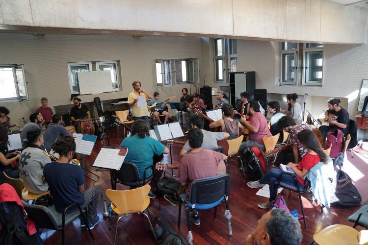 Willy González cierra su paso por la FAD con un concierto