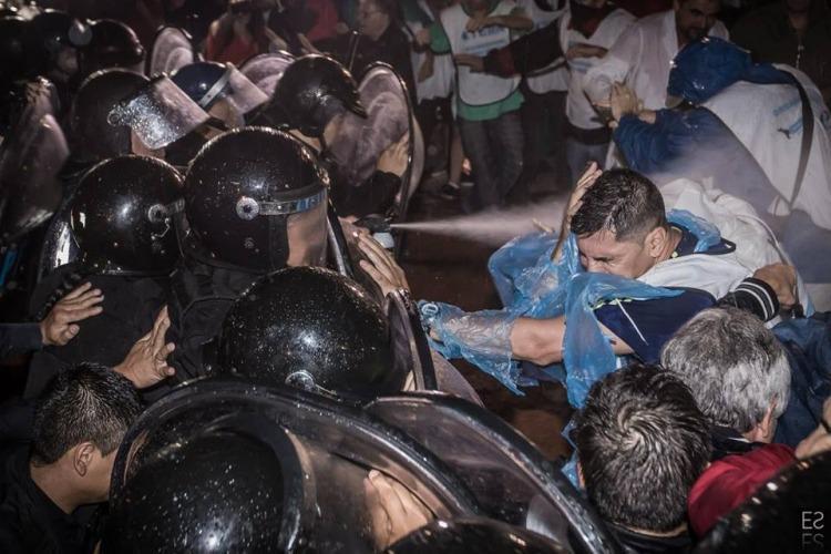 Las autoridades de la Facultad de Artes y Diseño repudian la represión docente